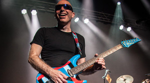 Joe Satriani credit Jon Luini